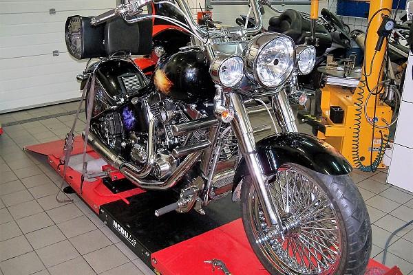 Ремонт двигателя Harley Davidson FLSTCI Softail и переделка мотоцикла